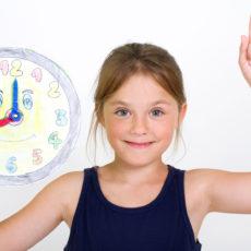Kinder lernen die Uhrzeit zu lesen: Tipps und Tricks