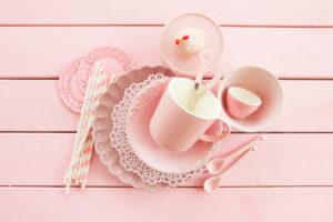 Rosa Geschirr für Etagere