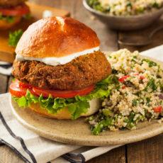 10 vegetarische und vegane Rezepte für die Grill-Party