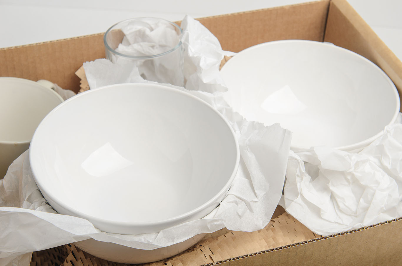 Umzug - Geschirr verpacken