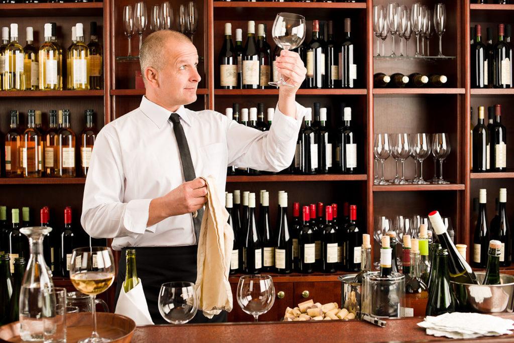 Weinglas polieren